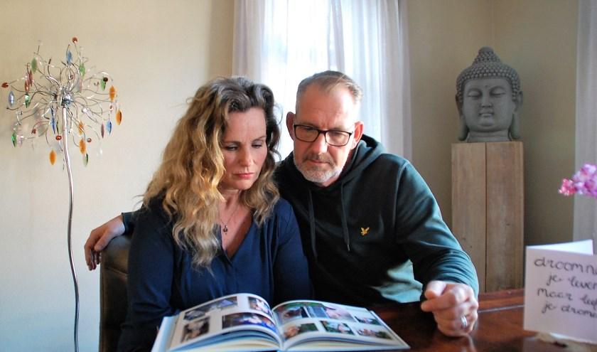 Ouders Miranda en Ron hebben alleen nog de foto's die herinneren aan betere tijden met hun dochter Fem.