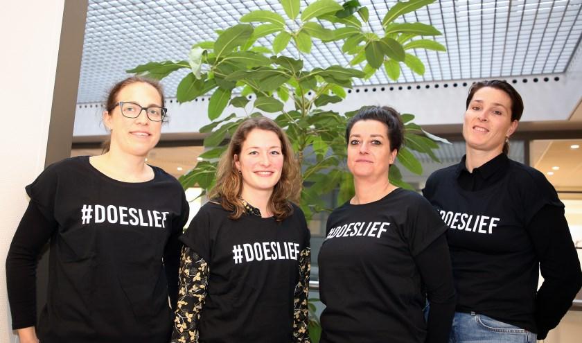 V.l.n.r.: van links naar rechts: Hilde, Esther, Vivian en Diana, zijn zorgverleners waar we zuinig op moeten zijn. Foto: Theo van Sambeek.