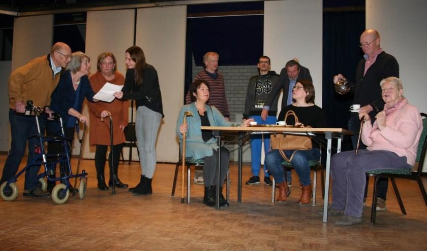 Toneelvereniging Coulissen speelt haar 27e productie 'Bejaardentehuis de Toekomst'.