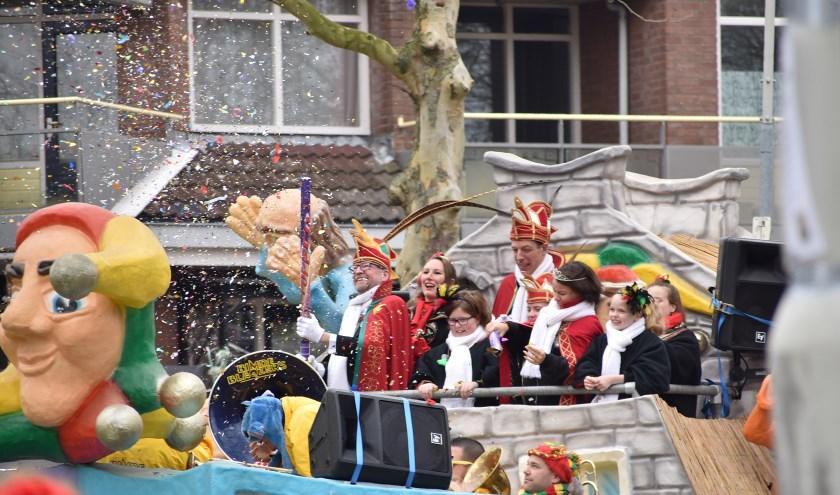 Oud Prins Eduardus geeft de aftrap voor de Giegeldonkse optocht 2019