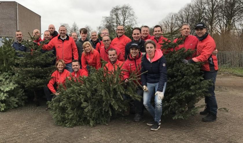 De Brandwijk Bommelerwaard Runners hebben dit jaar voor de twaalfde keer kerstbomen opgehaald.