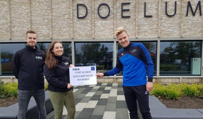 <p>Dinant Lagerweij en Chiara Geutjes van BLR en Hans Kap van het Sport- en Beweegteam Renkum bedachten een fraaie Bootcamp-route.</p>