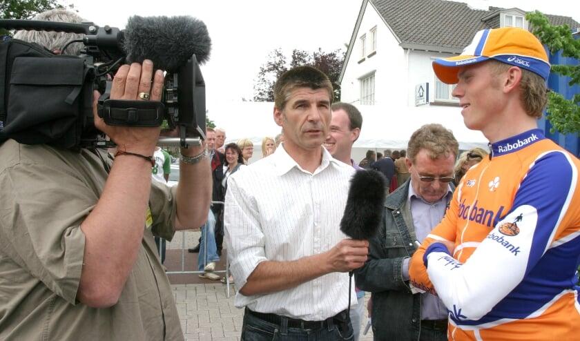 <p>&nbsp;Interview met de piepjonge Lars Boom (winnaar in 2007) door Henry van den Biggelaar, voor TV-10. FOTO: Theo van Sambeek.</p>