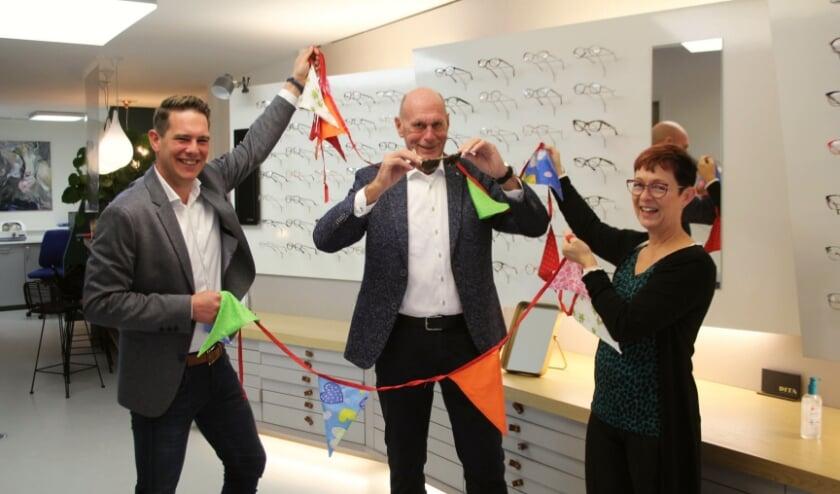 <p>Peter Reekers begint &#39;incognito&#39; aan zijn pensioen terwijl Paul van Grootheest en Coriene Lagendijk de slingers ophangen en afscheidsverrassingen voorbereiden. (Foto: Lysette Verwegen)&nbsp;</p>