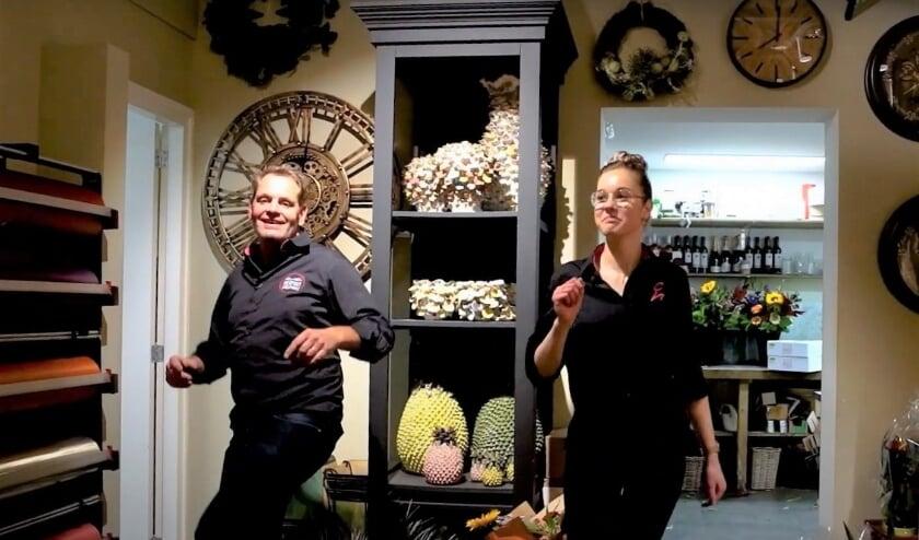 <p>Herman Cooijmans en collega Nina dansen de sterren van de hemel. Foto: Jerry de Jong</p>