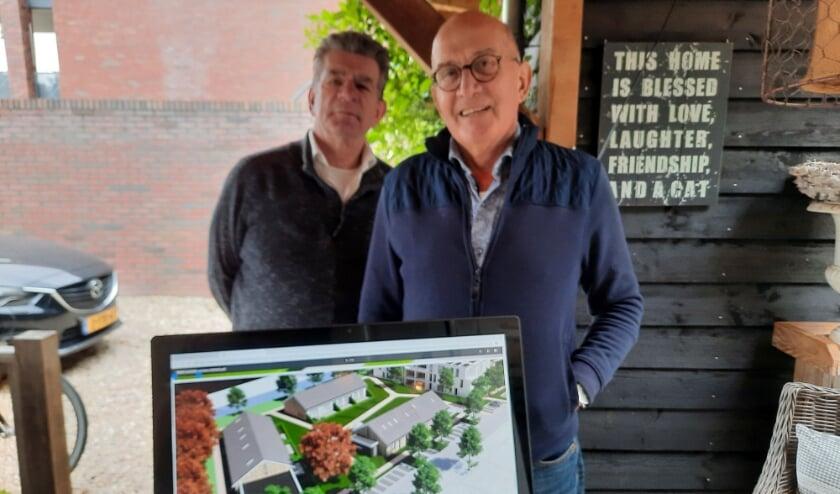 <p>De vrienden Dirk (links) en Ed met voor zich het bouwplan aan het Pampagras. (Foto: Hetty Methorst)</p>