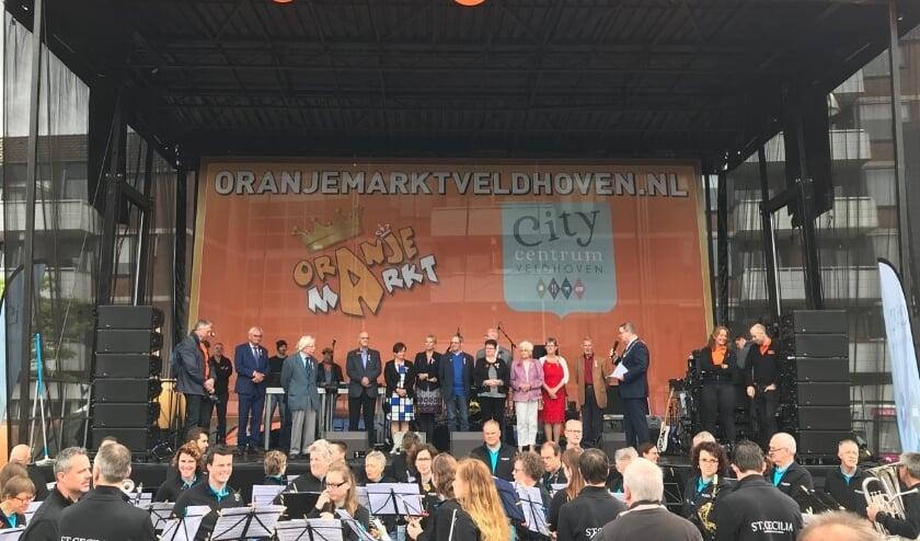 Traditie op Koningsdag: de Gedecoreerden ontvangen hun Koninklijke onderscheiding uit handen van Burgmeester Marcel Delhez