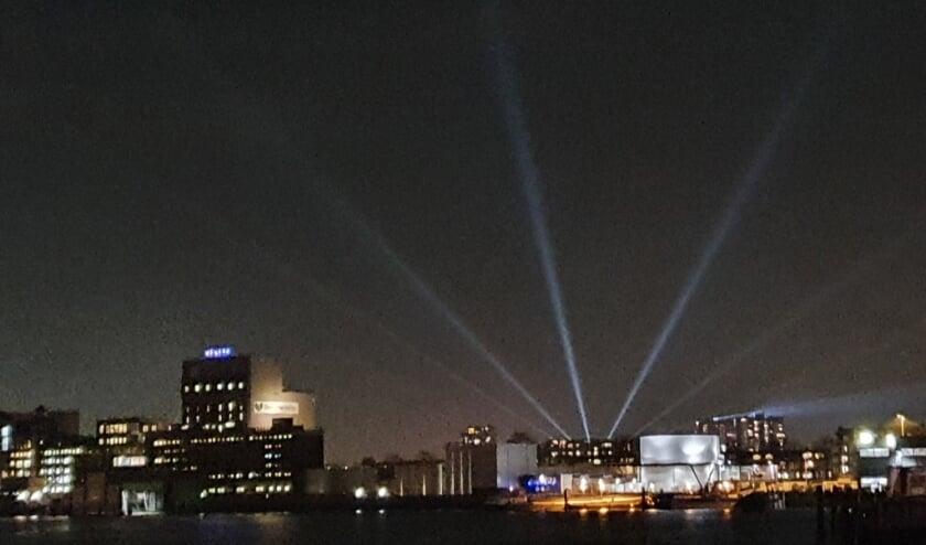 <p>Ingezonden foto via @havenloods op Twitter. Rotterdam Verlicht bij Zuidplein.</p>