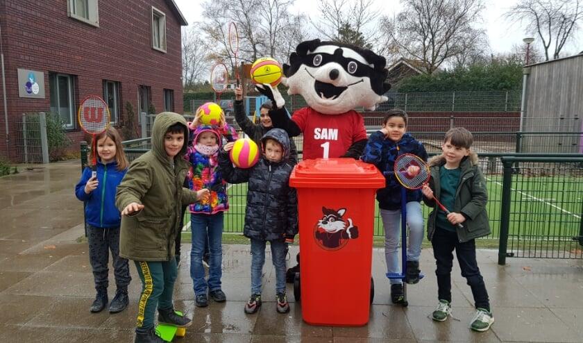 <p>Kinderen maken druk gebruik van de Sportbieb SAM bij Het Bestegoed in Elst. (Foto: Sportservice Rhenen)</p>