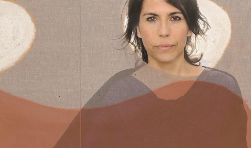Magda Mendes, geboren en getogen in Lissabon, woont sinds vijftien jaar in Rotterdam. (Foto: PR)