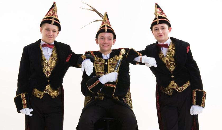 V.l.n.r: Adjudant Sem Janssen, Jeugdprins Kimo Schuijffel en Adjudant Guido Ermers.(Foto: Sylvana Bartels Fotografie - Fotostudio Wijchen)