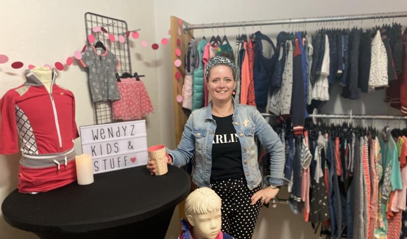 Sociaal ondernemer Annegriet in haar nieuwe winkel Wendyz in het centrum (Drostenstraat 2).