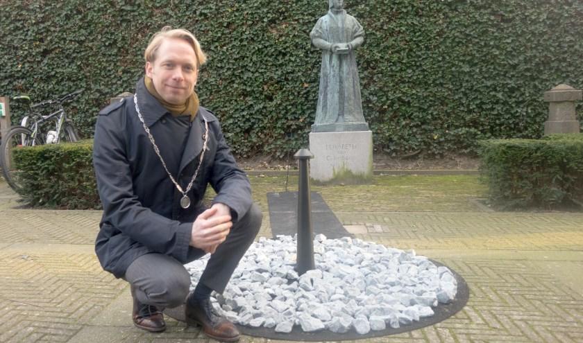 Op 27 januari zijn bij het tijdelijk monument 'Levenslicht' de Culemborgse slachtoffers van de Holocaust herdacht. (foto: Tanja Moody)