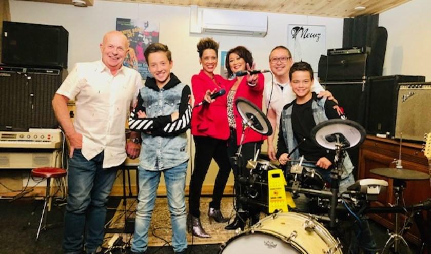 De band is gevormd rond de broers Djay Djay (13 jaar) en Djaygo (11 jaar). Papa Henry, mama Cindy, tante Djamila en oom Berto maken de Tilburgse band The Djays compleet.
