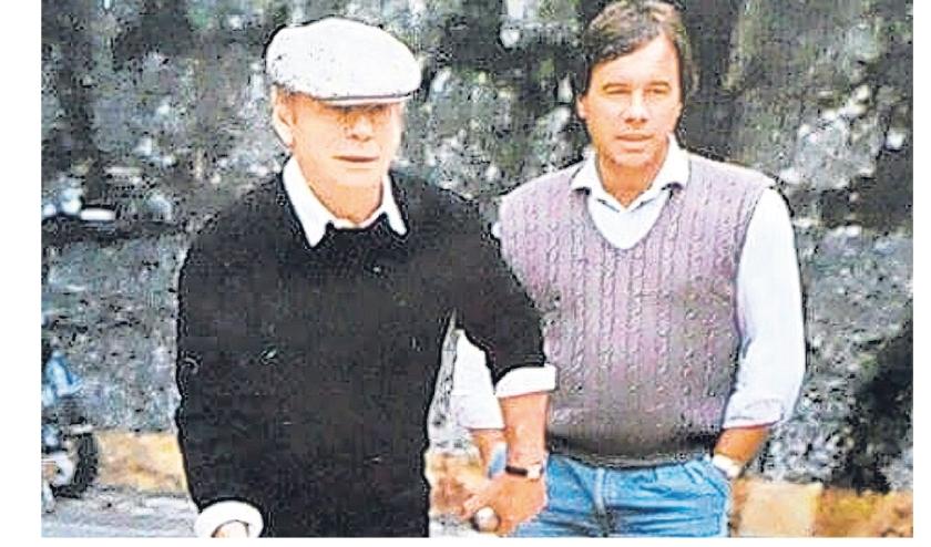Dick van Dijk met acteur Yves Montand in St. Paul de Vence medio tachtiger jaren.