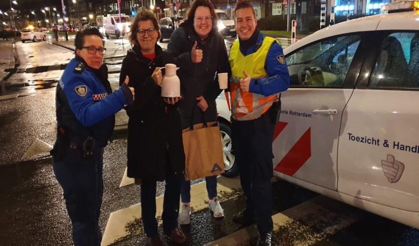 De hulpdiensten hebben het erg druk door storm Ciara, in de Jonker Fransstraat kwamen lieve buurtbewoners gelukkig wel door het noodweer om een kopje koffie te brengen.
