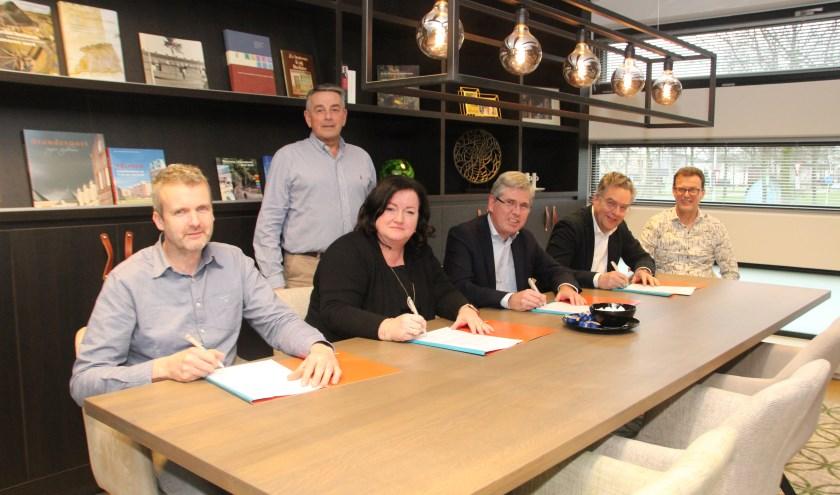 Lokale aannemers tekenen langdurig onderhoudscontract met woCom.