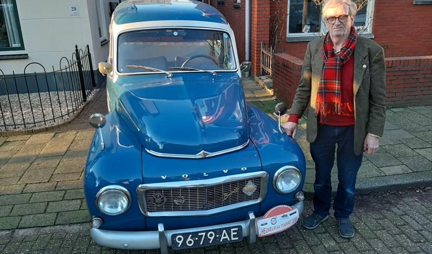 Evert van Tellingen uit Zeist bij zijn Volvo Duett uit 1965. (Foto: Maarten Bos)