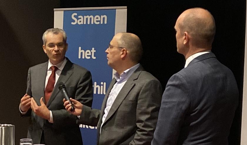 Edward van 't Slot (l.), Gert-Jan Segers (r.) en debatleider Nico Schipper.