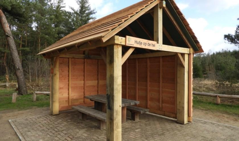 In de schuilhut is een picknicktafel geplaatst. Foto: Erik Schram Staatsbosbeheer.