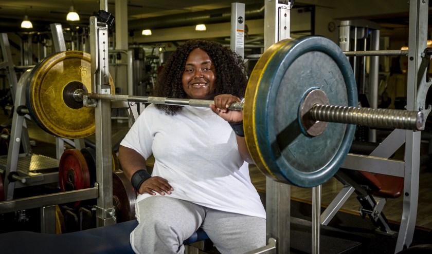 Melaica Tuinfort traint bij Ringer Sportplaza in Dordrecht, waar ze haar eigen bank heeft staan en gebruik kan maken voor de nodige faciliteiten voor para-sporters. (Foto: Jan Kok).