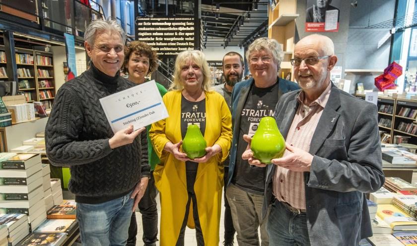 Van links naar rechts: Hugo van Rooij, Ely-Janne van Asselt, Dorothée Foole, Jan Verhagen, Niek Rennenberg en Rob Kosterman. (Foto: Bert Jansen)