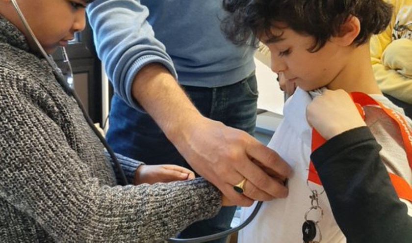 Kinderen van de TalentenAcademie gingen op werkbezoek bij een huisarts.