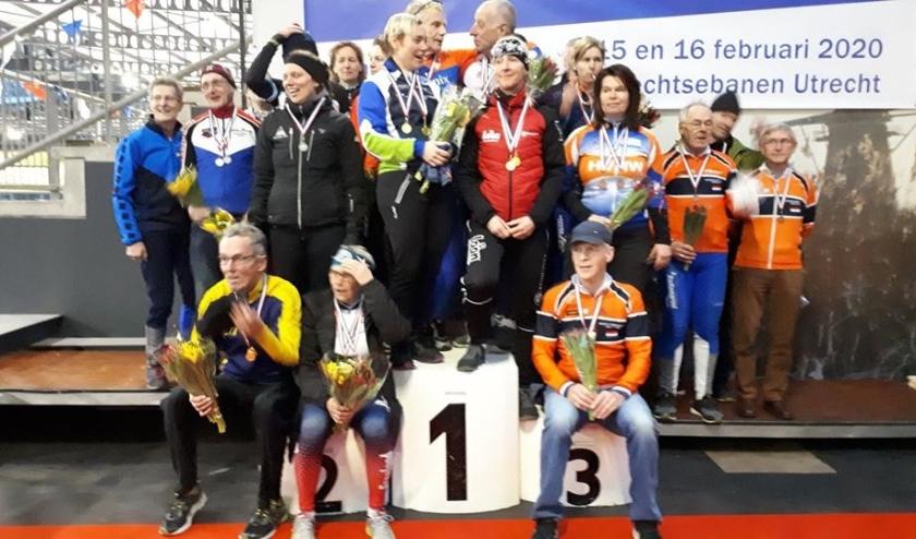 Op de foto staat Nico helemaal links met alle andere prijswinnaars.