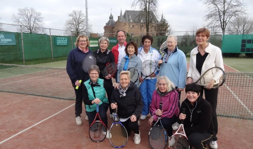 Henk Linssen is zes jaar voorzitter geweest van T.V. Ammerzoden. 'Zijn' vrouwen geven het voorbeeld van gezellig samen vitaal blijven door lekker te bewegen.