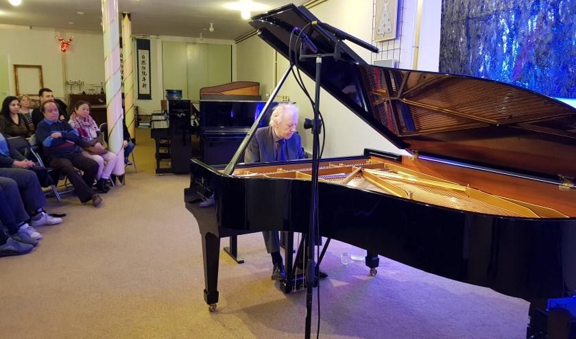 De bekende jazzpianist Gé Bijvoet achter de prachtige Steinway-vleugel in de Pianier op zondag 12 januari. Op 16 februari is er weer zo'n muzikaal pareltje: vier laureaten van het festival Tilburg Op Vleugels.