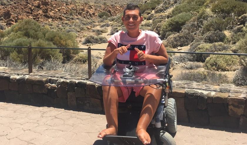 Fatih Simsek is geboren met SMA en vanaf zijn vijfde rolstoelgebonden. Desondanks wil hij alles uit het leven halen.