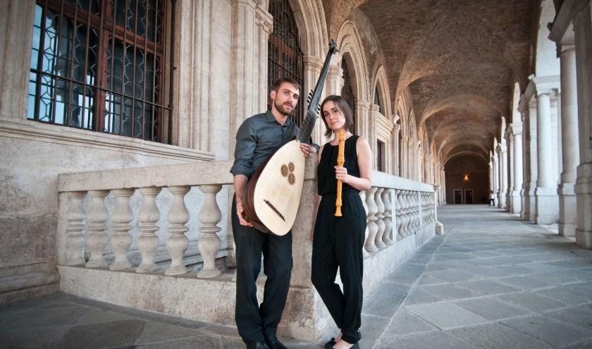 isabel Favilla (blokfluit) en Giulio Quirici (theorbe)  vormen het duo London Virtuosi.