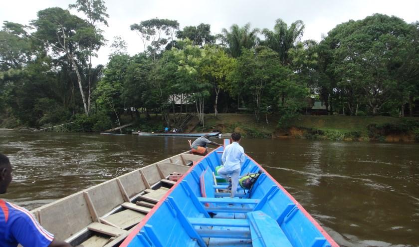Een kleurrijk land, ongerepte natuur, regenwouden, met een bootje over rivieren met stroomversnellingen, inheemse dorpjes en tropische temperaturen, het lijkt mij wel wat...