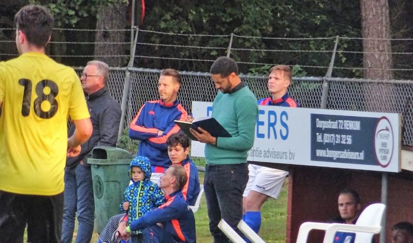 CHRC-trainer Chika Okere (op archieffoto) zag zijn ploeg, op bezoek bij titelkandidaat Jonge Kracht fors onderuit gaan. Het werd in Huissen 7-0.