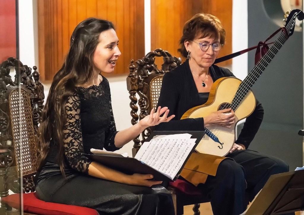 Sopraan Valeria Mignaco en gitarist Elly van Munster spelen zondag 16 februari in de  JBZ-kapel muziek de Weense vroeg-Romantiek.  Foto: niet bekend © bosscheomroep.nl