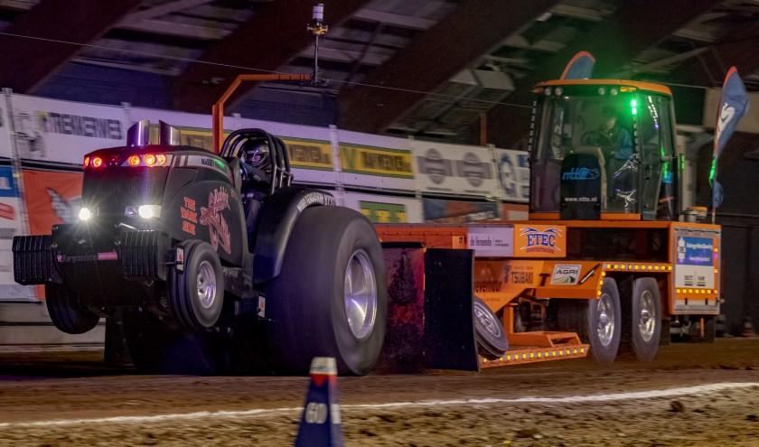 Spannende pulls en veel motorisch geweld zijn dé ingrediënten van Indoor Tractor Pulling Zwolle