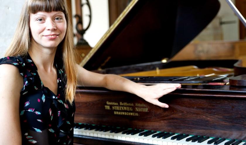 Fortepianiste Liene Madern-Stradina heeft een speciaal programma samengesteld voor de unieke Collard & Collard tafelpiano,.