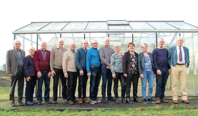 Alle broers en zussen Van Es, op volgorde van leeftijd: Ad, Miek, Jac, Jan, Wim, Piet, Kees, Jos, Corry, Annie, Els, Frank en Ton.