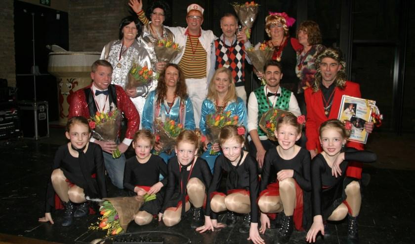 Alle artiesten, met uitzondering van Henk de Wout, in de finale op het podium.