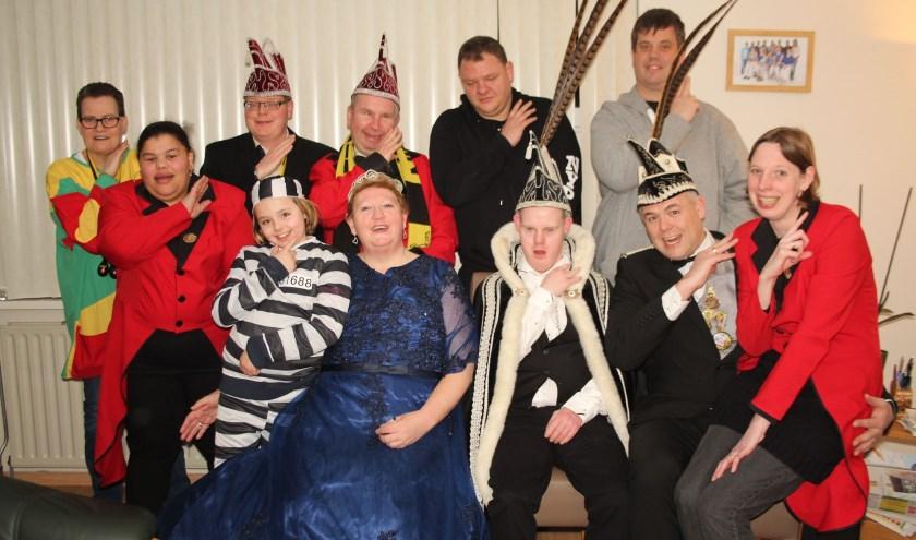 De Vrolijke Haantjes vieren al 33 jaar carnaval. Ook 'kuiken' Hope (9) is als boefje inmiddels van de partij. (Foto: Lysette Verwegen)