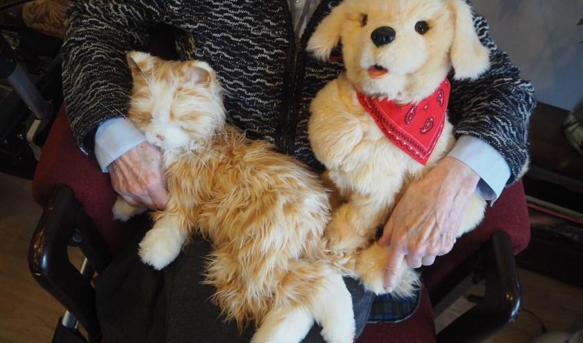 Links Lotje, rechts het hondje.