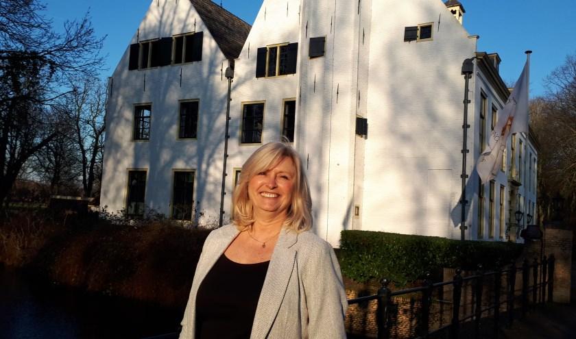 Ingrid Hoogstraten straalt nadat ze heeft gehoord dat haar Songfestival op Zuid een mooie startsubsidie ten deel is gevallen. Foto: Joop vd Hor