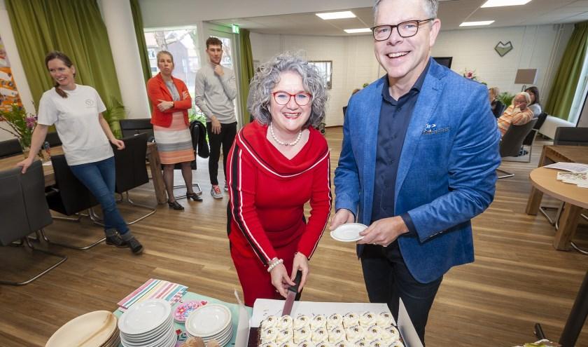 Wethouder Kirsten Jaarsma en manager Anton Maurik tijdens de opening. (Foto: Wijntjesfotografie.nl)