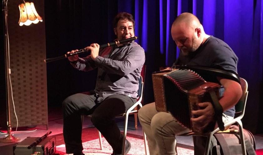Het duo Muller & Munnely geeft zaterdag 8 februari een optreden in Muziekcafé De Lantaern in Zevenaar. (foto: PR)