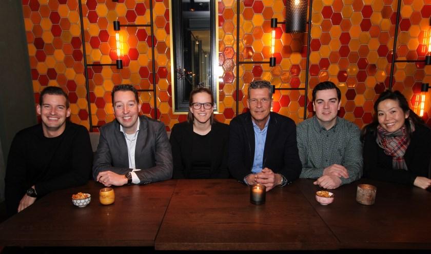 Op de foto de leden van het bestuur van de KHN afdeling Veldhoven en Yumi Overbeeke van KHN. FOTO: Ad Adriaans.