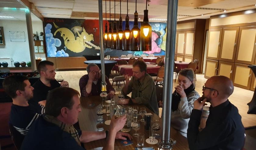 Biergenietschap organiseert proeverij met zes finalisten.
