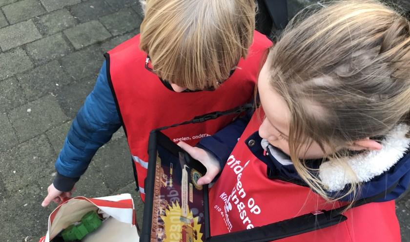 Kinderen van KindeRdam BSO de Pierewaaier verzamelen zwerfafval met de Troep-Coup game