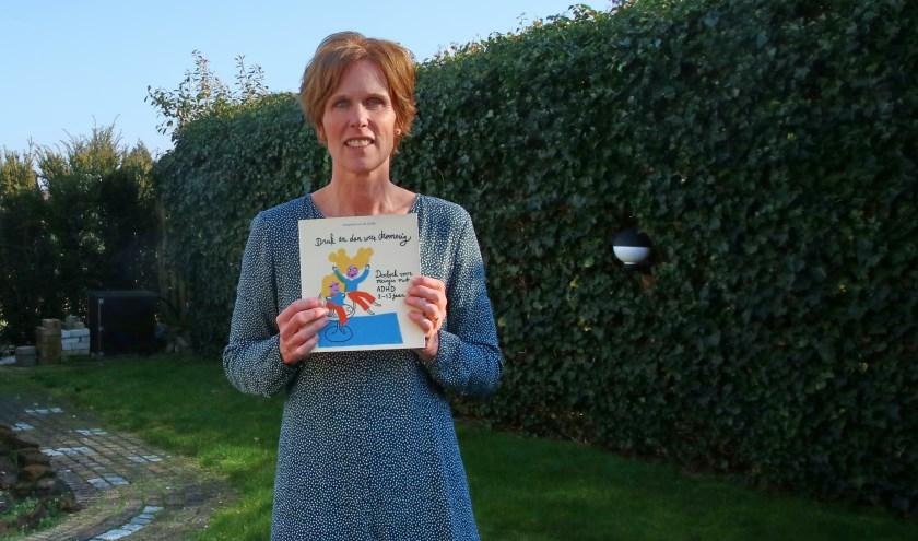 Jacqueline hoopt dat meisjes met ADHD door haar boek meer zelfredzaam worden en inzien wat ze nodig hebben. (foto: Elsie Schoorel)