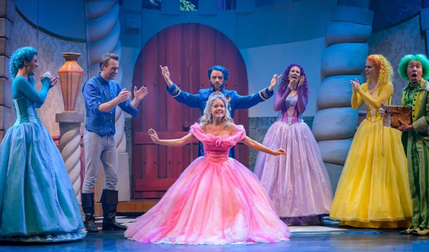 Wil jij naar deze prachtige voorstelling in het Theaterhotel? Doe dan mee aan de winactie