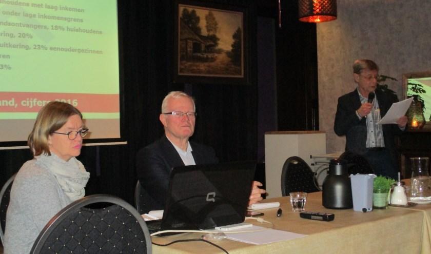 Tijdens de bijeenkomst in Boerke Mutsaers gaf Henk Weijnen een presentatie van zijn onderzoek naar armoede onder ouderen.